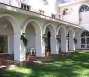 Edificio principal y parque